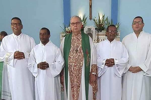 Candidatos ao Diaconado Permanente Recebem o Ministério de Leitor na Diocese de Ilhéus (BA)