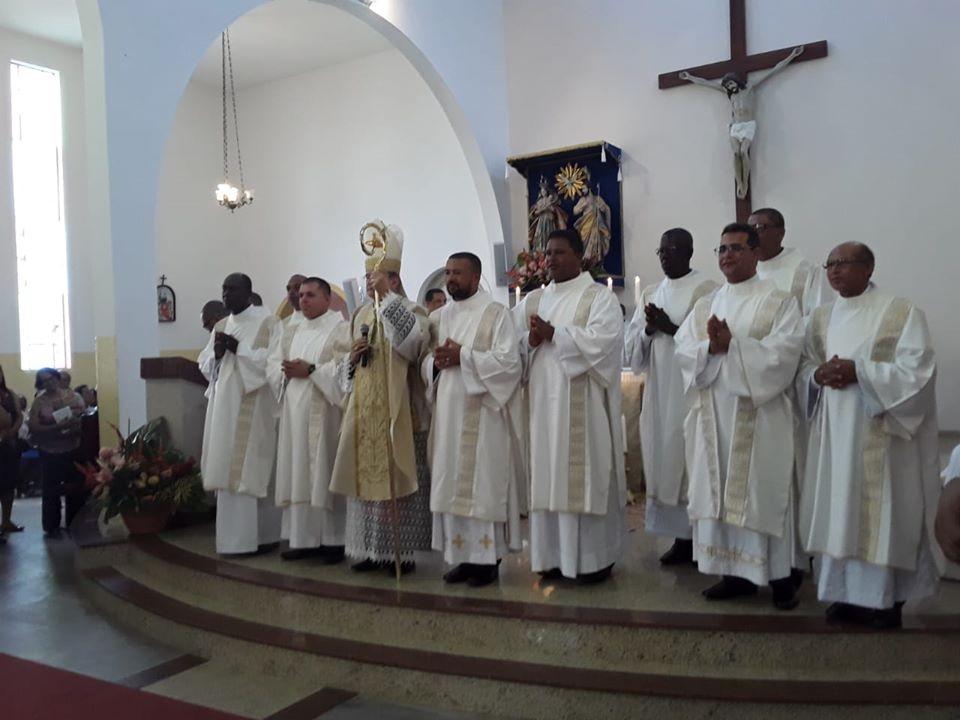 Bispo Diocesano ordena 11 Diáconos Permanentes para Diocese de Cruz das Almas (BA)