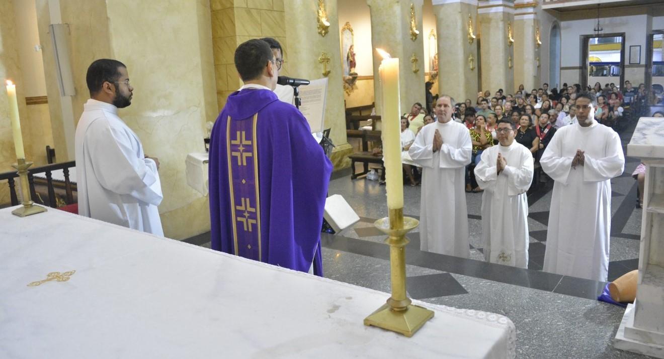 Candidatos ao Diaconato Permanente recebem Ministérios de Leitor e Acólito em Campina Grande