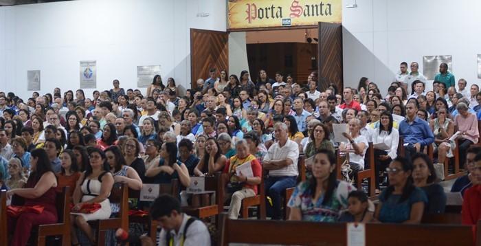Fiéis que lotaram a Catedral de N. Sra. da Apresentação (Foto: Brunno Antunes, Pascom)