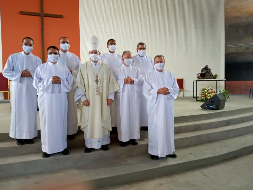 Candidatos ao Diaconato Permanente da Arquidiocese de BH são instituídos Leitores e Acólitos