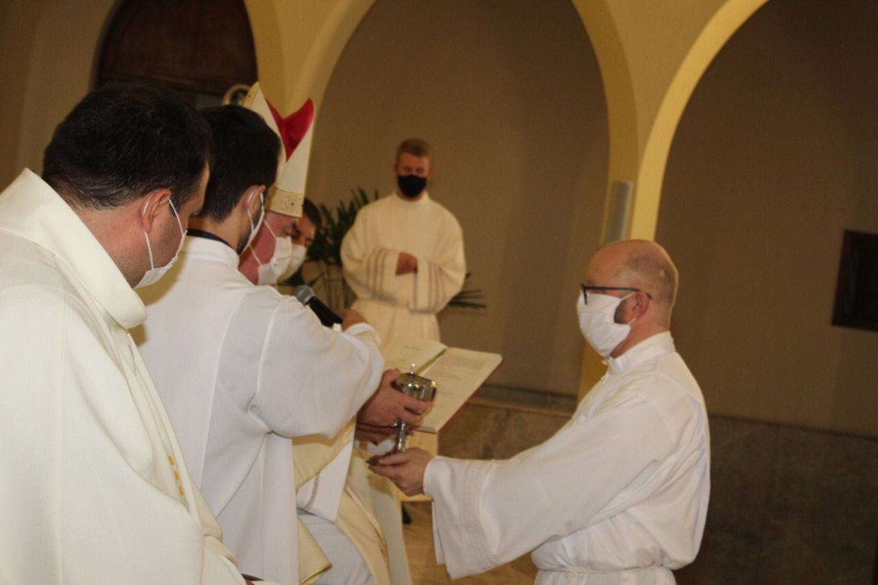 Candidato recebe os Ministérios de Leitor e Acólito na Diocese de Caxias do Sul (RS)