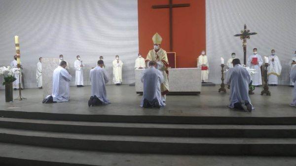 Centenário da Arquidiocese de BH: diáconos permanentes são ordenados na nova igreja-catedral