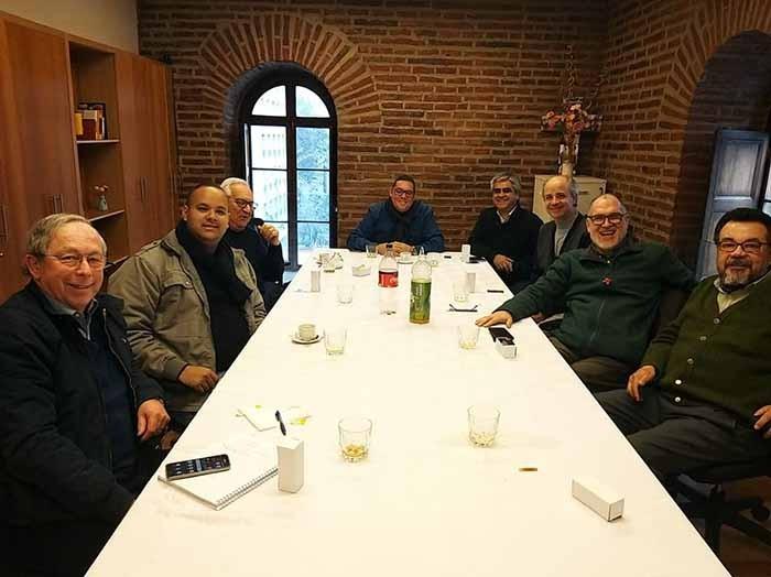 Escritor e candidato ao diaconado visita Comissão da Arquidiocese de Santiago (Chile)