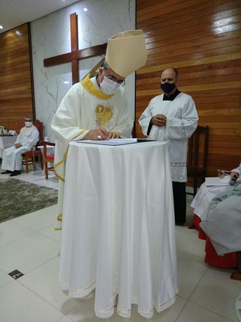 CANDIDATOS RECEBEM O MINISTÉRIO DE LEITOR NA DIOCESE DE ITABIRA/CORONEL FABRICIANO(MG)